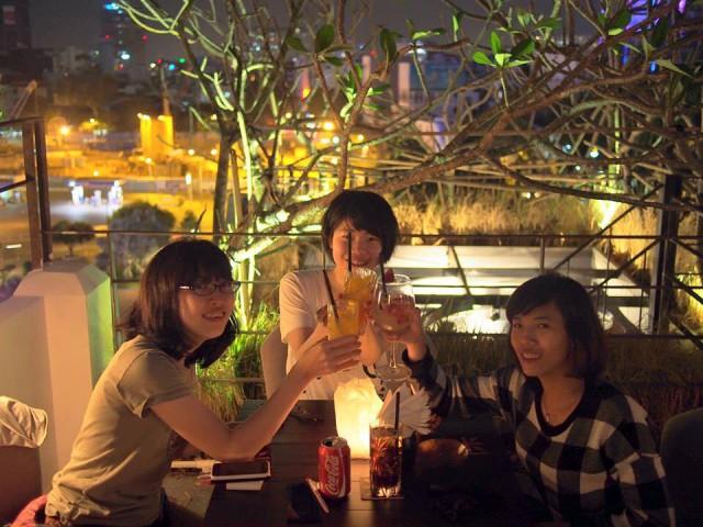 インターンに来ている学生が、春休みを使って約1ヶ月ベトナムでIT研修中。