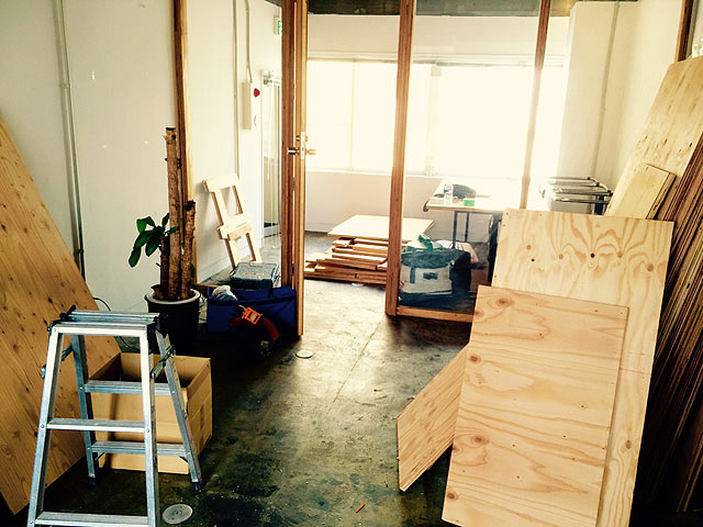 作業スペース拡張のため、現在工事を行っています。