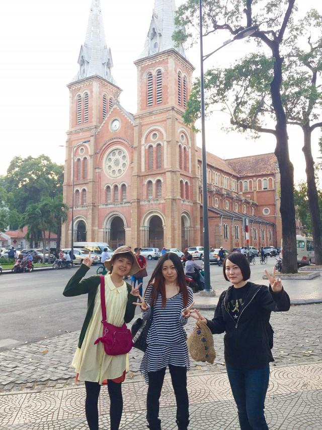新入社員3名が、現在ベトナムで1ヶ月間の新人研修を行っています。