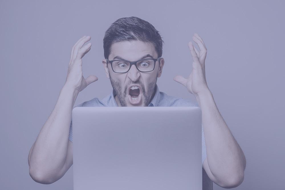 ショックを受けるデザイナーのイメージ
